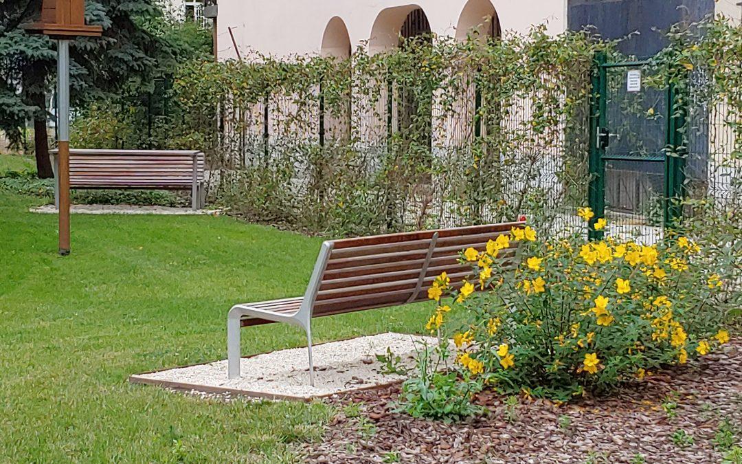 """A Dob utcából nyíló kispark (egykori """"15-ös tömb"""" avagy Janikoszky Éva park) szép, g…"""