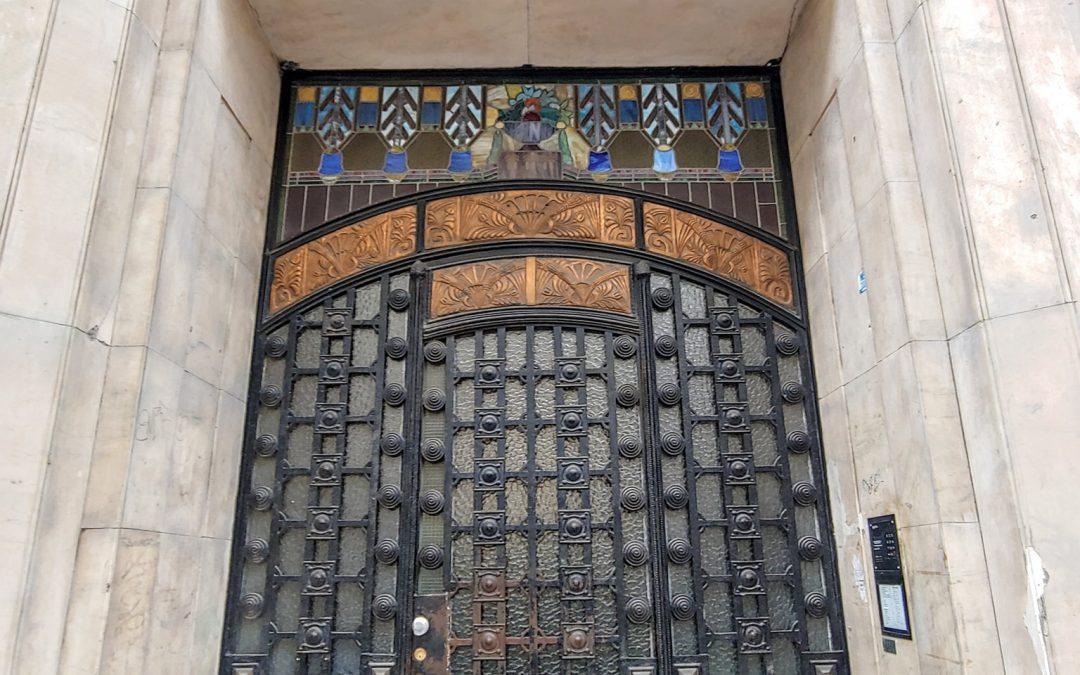 A Steinhardt-ház (Alsó erdősor utca 8) varázslatos kapuja!