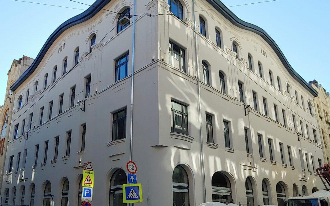 Gyönyörű lett a Csengery/Dob utcák sarkán álló épület!