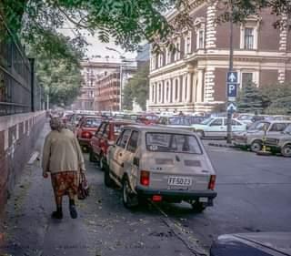 Szinte hihetetlen, hogy az impozáns Pollack Mihály tér is egy nagy parkoló volt.
