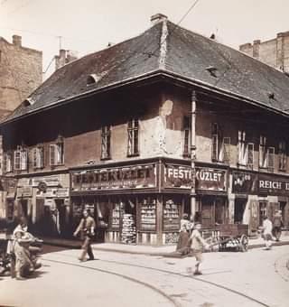 Ilyen volt a Dob utca – Csányi utca sarok az 1910-es években.