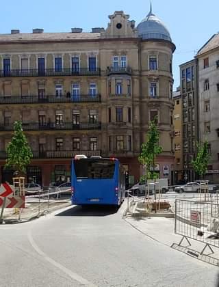 Íme: Józsefváros feltörte a betont és fákat ültetett a Népszínház utca – Kiss Jó