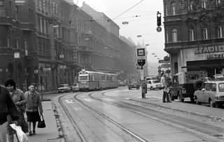 Mielőtt megszüntették a villamosvonalat… így robogott a villamos a Thököly úto