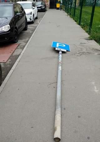 Rejtélyes kór tizedeli a közlekedési táblákat Erzsébetvárosban…